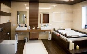 lumire tamise parquet ancien murs dlicatement peints voire tapisss carrelage baignoire en fonte griffes large lavabo chin chez un brocanteur